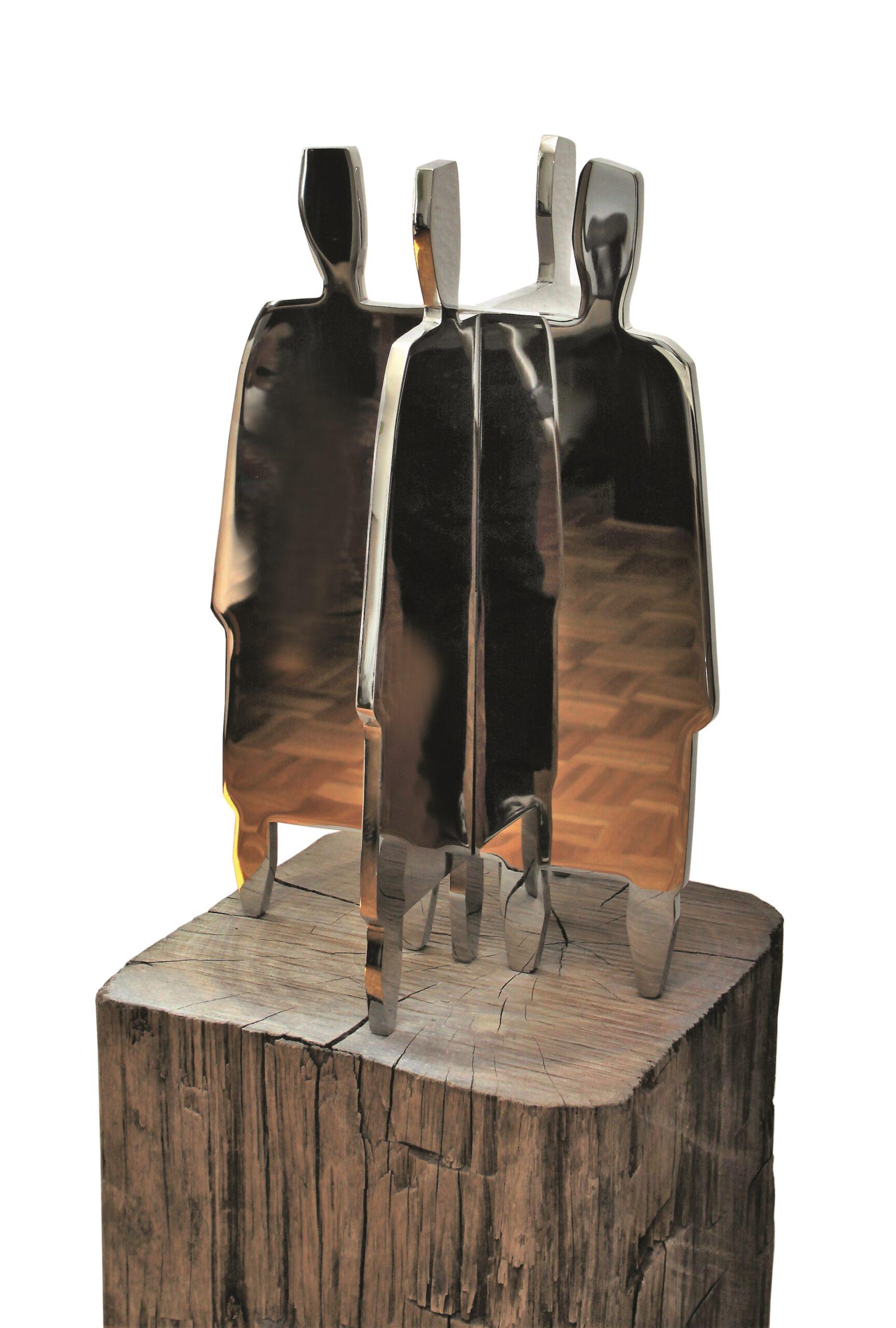 Der Reigen, Edelstahl auf Holzpfahl, Höhe 145 cm
