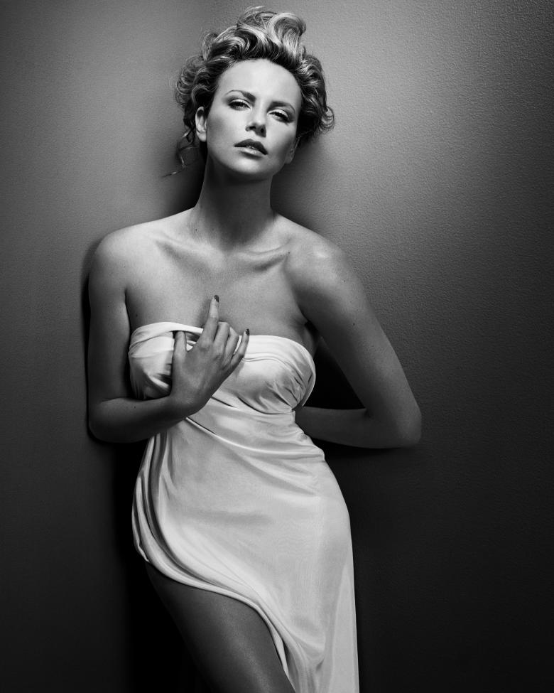 """Vincent Peters """" Charlize Theron"""" New York 2008 © Vincent Peters"""